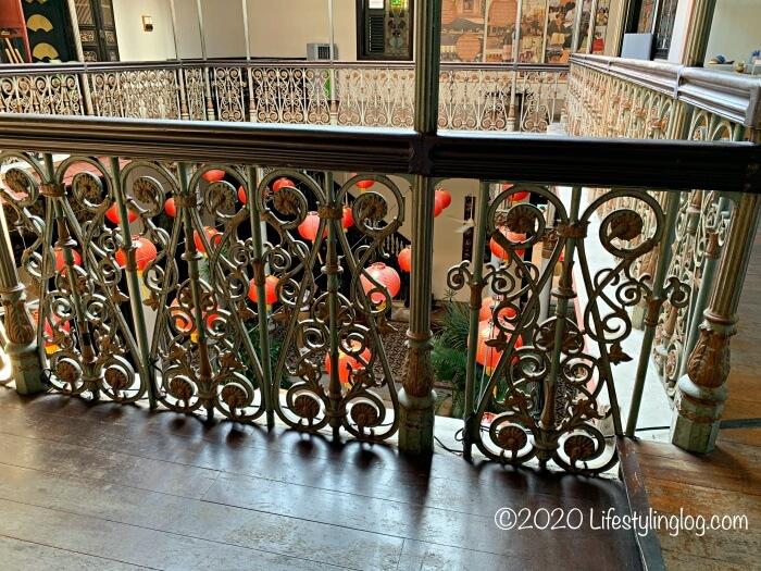 ブルーマンション(Cheong Fatt Tze Mansion)の2階部分に見られる鋳鉄