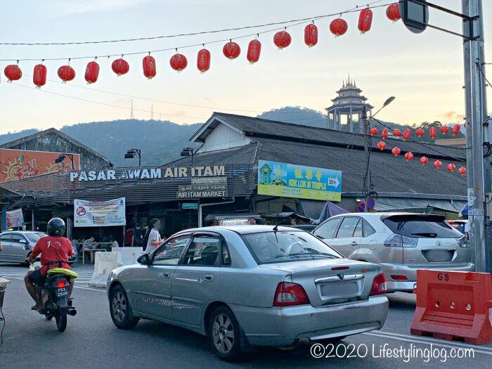 Penang Air Itam Laksaの対面にあるPasar Air ItamとKek Lok Si Temple(極楽寺)