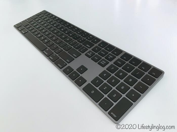 アップルのスペースグレイMagic Keyboard(テンキー付き)