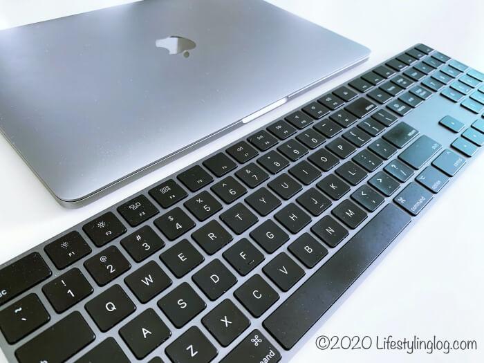 アップルのテンキー付きMagic Keyboard(マジックキーボード)