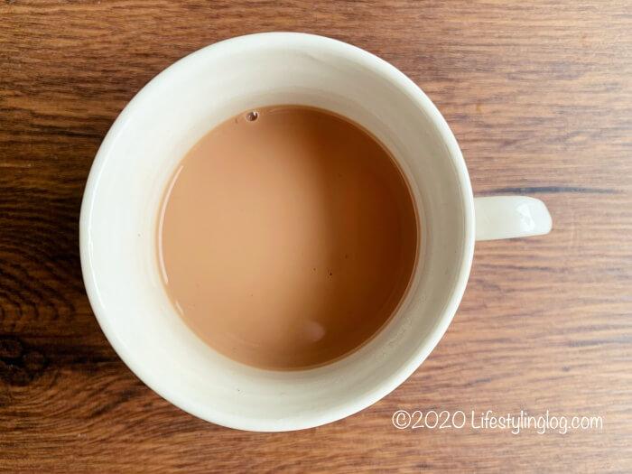 コンデンスミルクを入れた紅茶