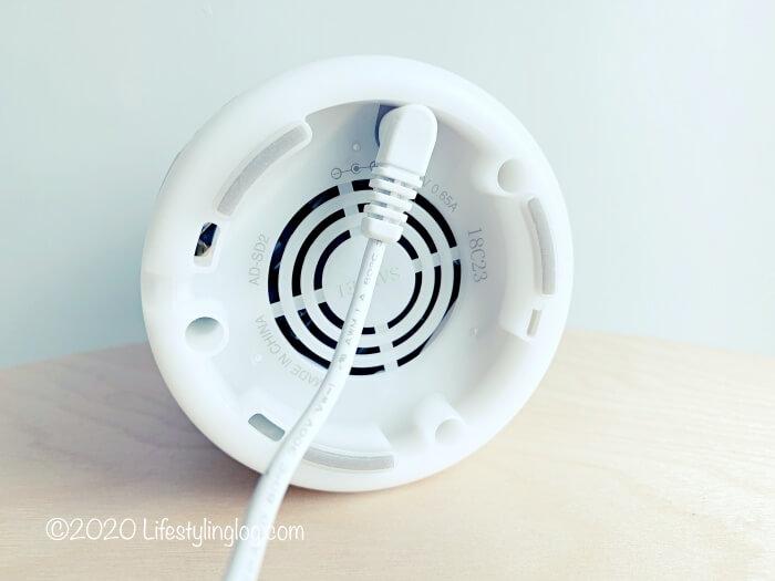 無印良品の超音波アロマディフューザーのアダプターと本体