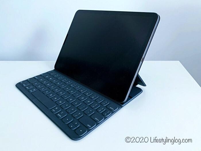 iPad ProをセッティングしたSmart Keyboard Folio(スマートキーボードフォリオ)
