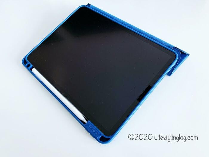 タイピングモードの角度にしたZtotopの11インチiPad Pro(第1世代)用ケース