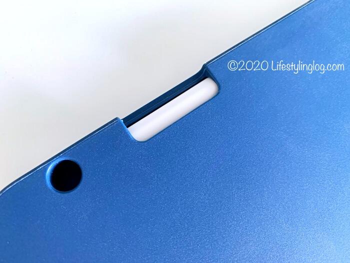 Ztotopの11インチiPad Pro(第1世代)用ケースのペンホルダー部分にある穴