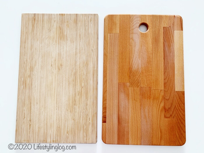 竹製APTITLIG(アプティートリグとゴムノキのPROPPMÄTT(プロップメット)のまな板の比較