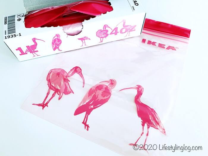 ピンクの鳥がデザインモチーフになったISTAD(イースタード)のフリーザーバッグ