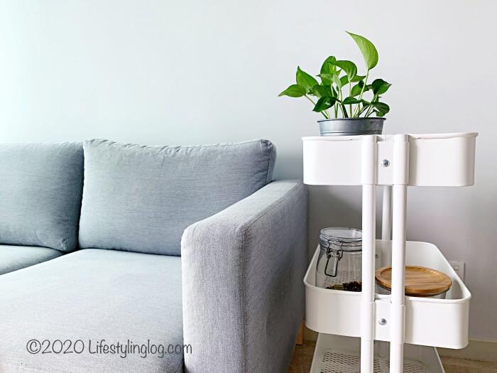IKEAのKARLSTADのソファとRÅSKOG(ロースコグ)のワゴン