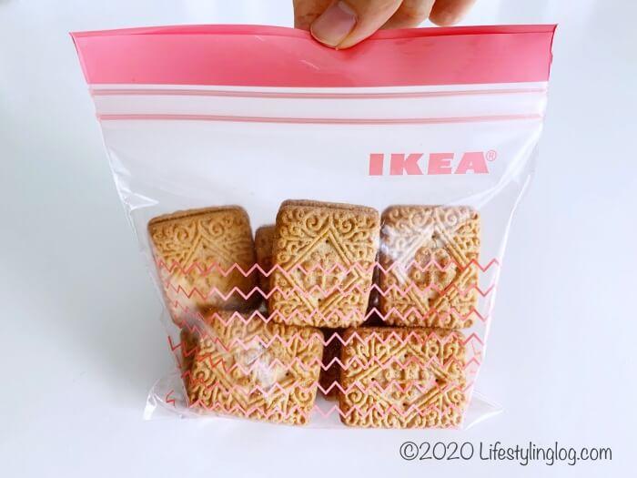 クッキーを入れたIKEAの0.4リットルのフリーザーバッグ