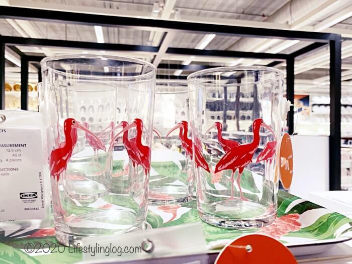 ピンクの鳥がデザインされたSOMMARLIV(ソマルリーヴ)のグラス