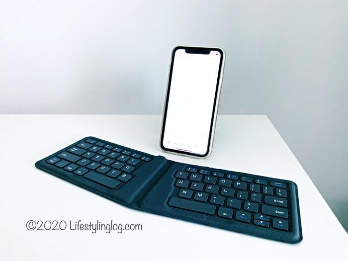 iPhoneにiClever 折りたたみ式BluetoothキーボードをBluetooth接続したところ