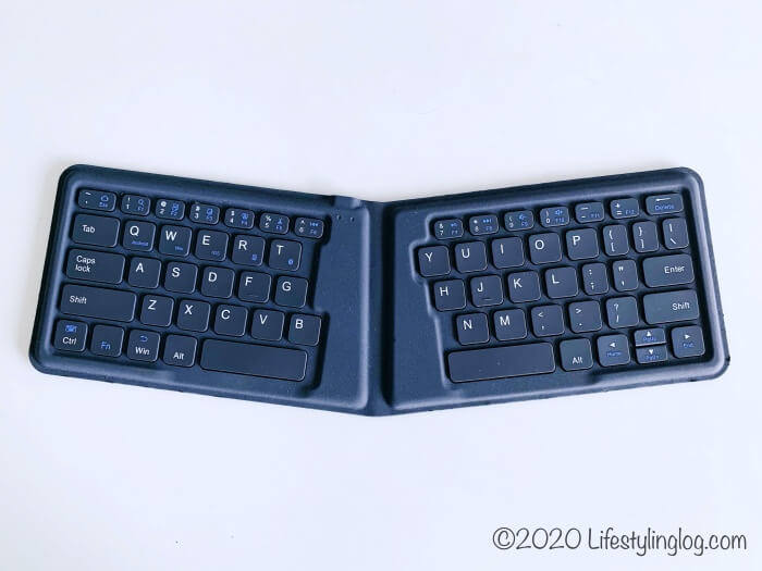 iClever 折りたたみ式BluetoothキーボードはIC-BK06