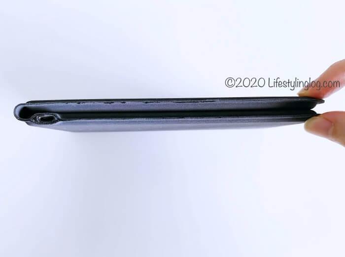 iClever 折りたたみ式Bluetoothキーボードの厚み