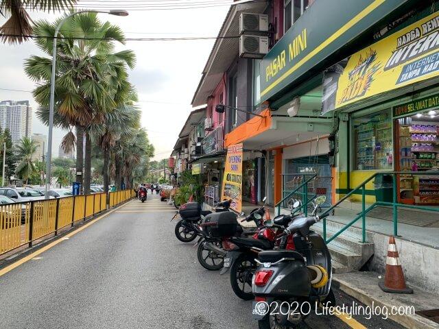 BangsarのWTF Restaurantにある前の通り