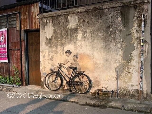 謝公司(チャーコンシー)の壁に描かれたペナンのストリートアート