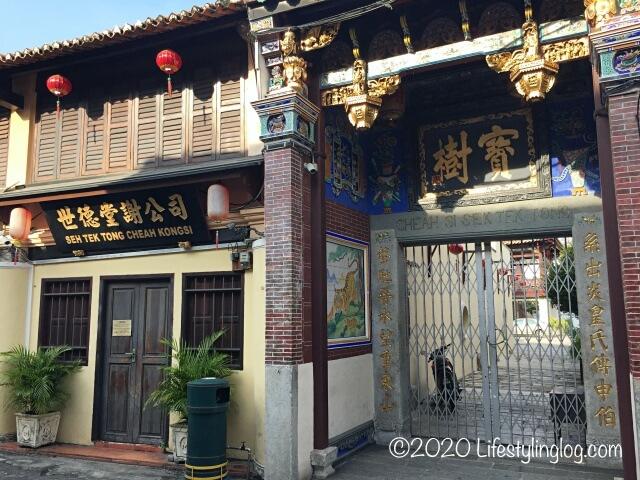 アルメニアンストリート側にある世徳堂謝公司(Seh Tek Tong Cheah Kongsi)の入口