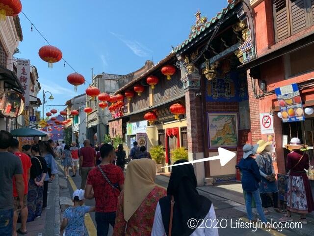 アルメニアンストリートから見た世徳堂謝公司(Seh Tek Tong Cheah Kongsi)の入口