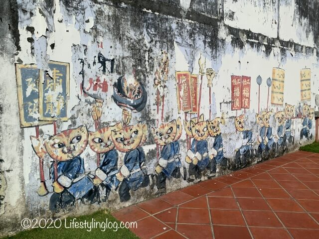 世徳堂謝公司(Seh Tek Tong Cheah Kongsi)の敷地内の壁に描かれているストリートアート