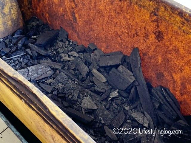 クレイポットチキンライスに使う炭