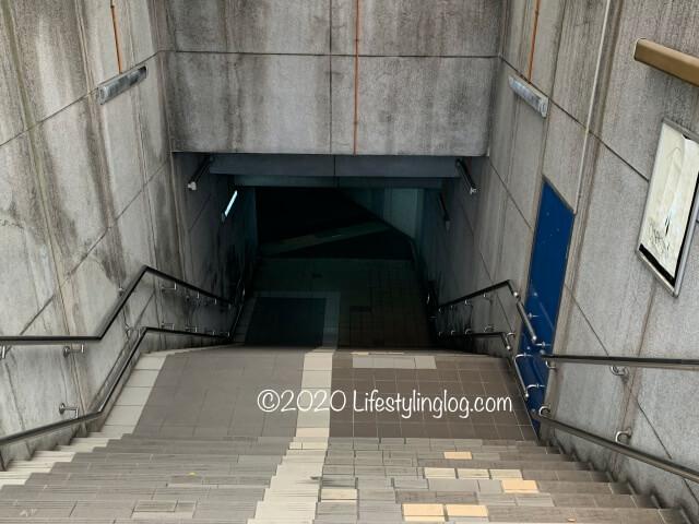 クアラルンプール駅とMalayan Railway Administration Buildingを結ぶ連絡通路の階段