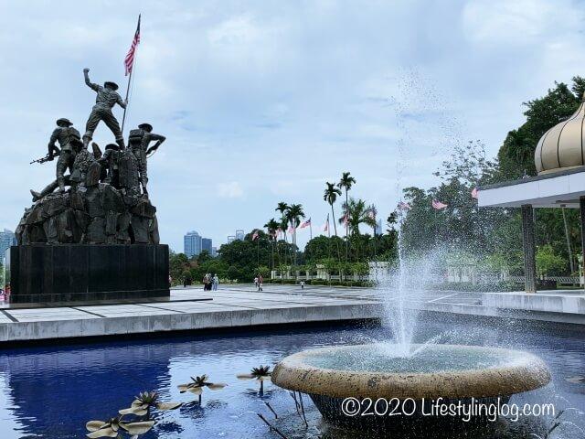 国家記念碑と噴水