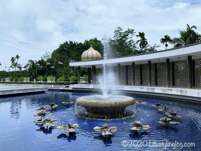 国家記念碑エリアにある池と噴水