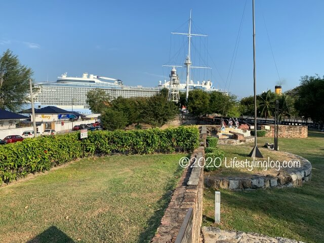 コーンウォリス要塞(Fort Cornwallis)から見える客船