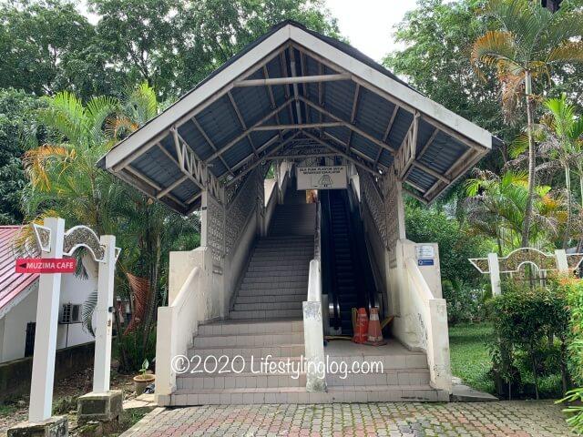 Orang Asli Crafts Museumの近くにある階段