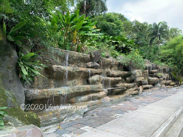 クアラルンプール植物園内にある人口の滝