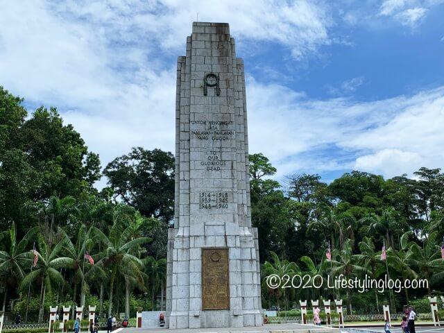 クアラルンプールの国家記念碑エリアにある戦争慰霊碑