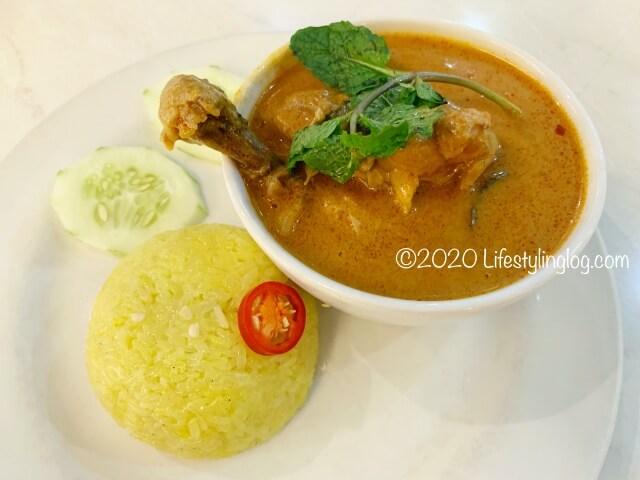 Nyonya Colors(ニョニャカラーズ)のCurry Chicken Nasi Kunyit