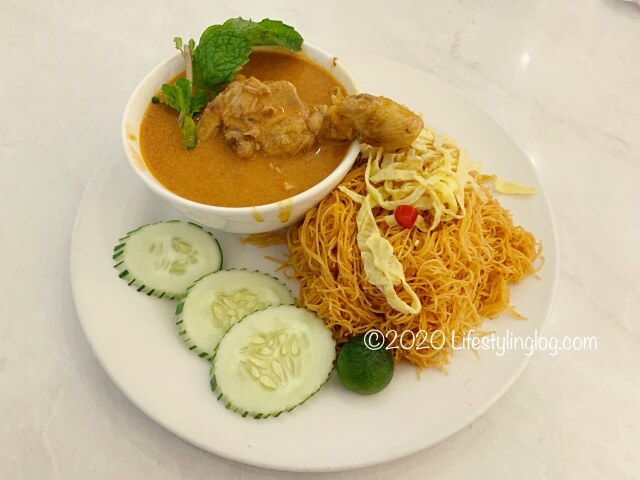 Nyonya Colors(ニョニャカラーズ)のThai Mee Siam&Curry Chicken