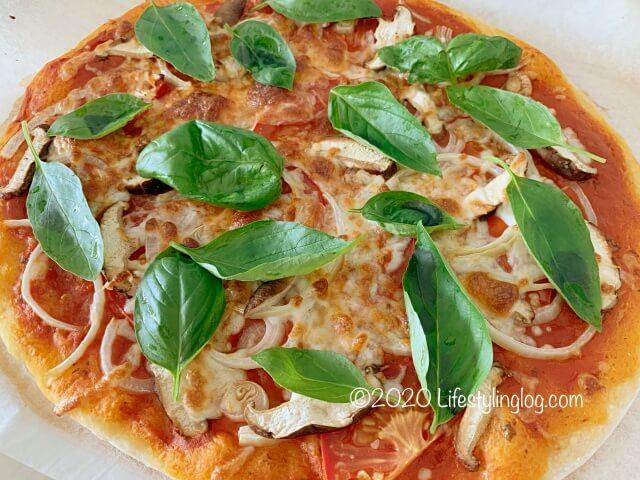 手作りの天然酵母で作ったピザ