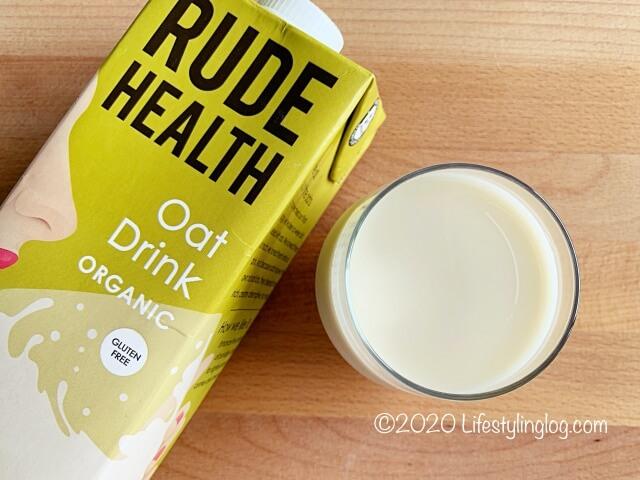 グラスに注いだRUDE HEALTH(ルードヘルス)のオートドリンク