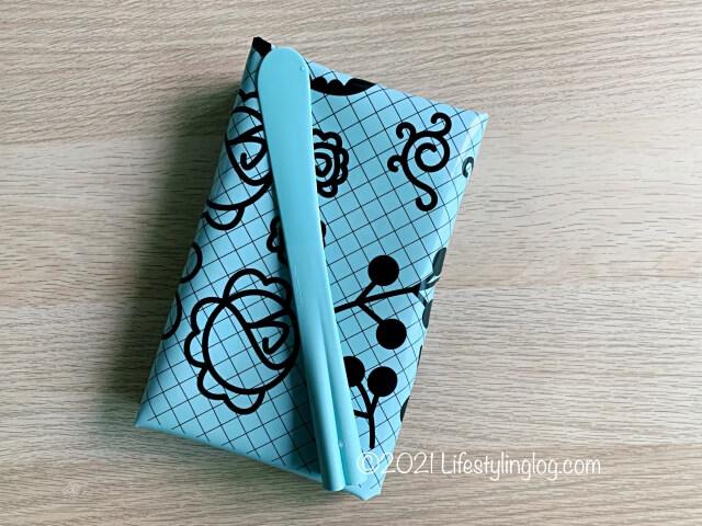 コンパクトに折りたたみできるIKEA(イケア)SOCKERKAKA(ソッケルカーカ)のベーキングマット