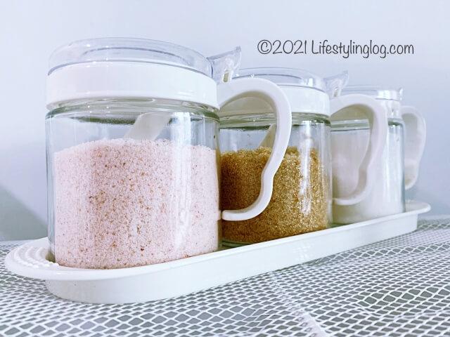 塩や砂糖を入れたIKEA(イケア)BÄRKORG(ベールコリ)のスパイス瓶