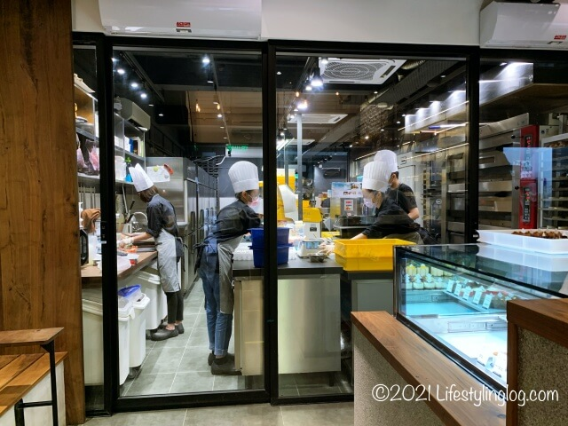 Croisserie Artisan Bakery @ Damansara Heightsの店内製造