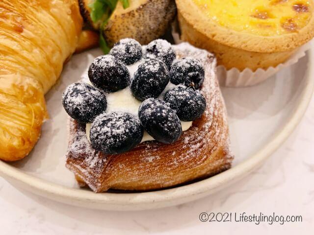 Croisserie Artisan Bakery @ Damansara Heightsのブルーベリーデニッシュ