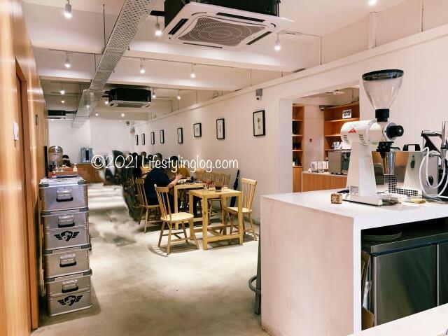 Croisserie Artisan Bakery @ Damansara Heightsの2階にある座席