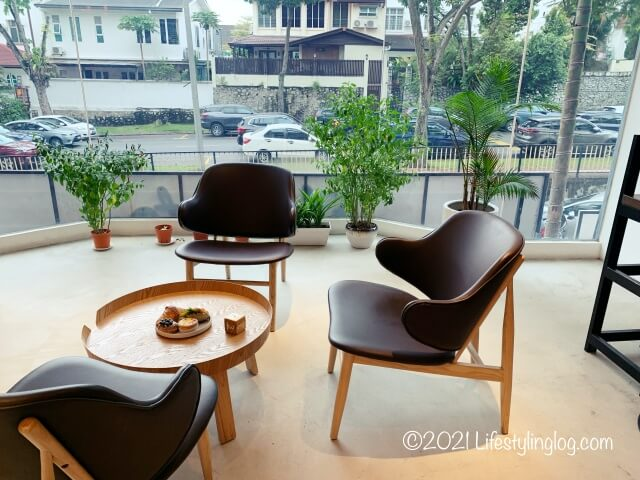 Croisserie Artisan Bakery @ Damansara Heightsの二階窓側にある座席
