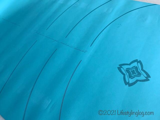 DOMYOS (ドミオス) ヨガマット グリップ&吸汗 5mm 185 × 65cmのデザイン