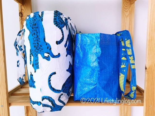 IKEA(イケア)SKYNKE(スキンケ)のエコバッグとBRATTBY(ブラットビー)のマチ比較
