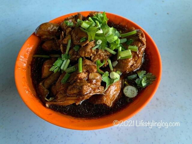 強記補品(Keong Kee Herbal Soup)のBraised Chicken with Black Fungus & Ginger