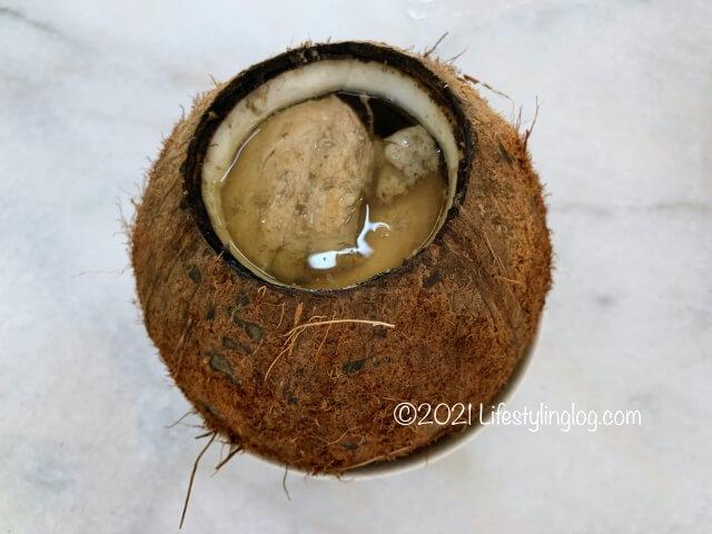 強記補品(Keong Kee Herbal Soup)のココナッツチキンチャイニーズハーバルスープ