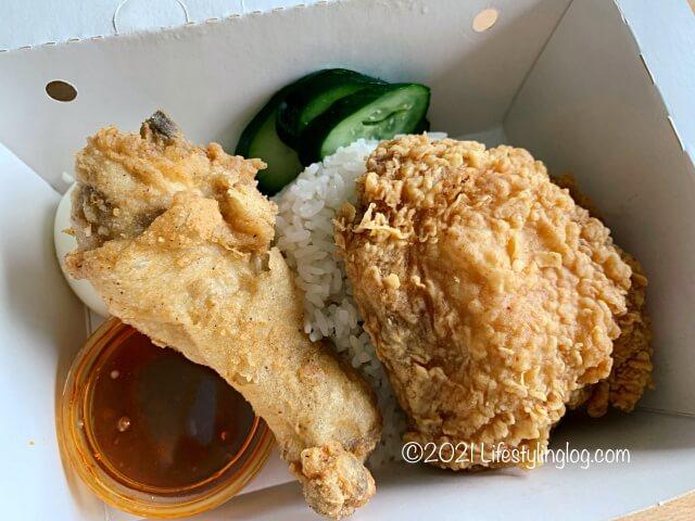 マレーシアのKFCの2-pc Nasi Atuk KFC Combo with Nasi Lemak