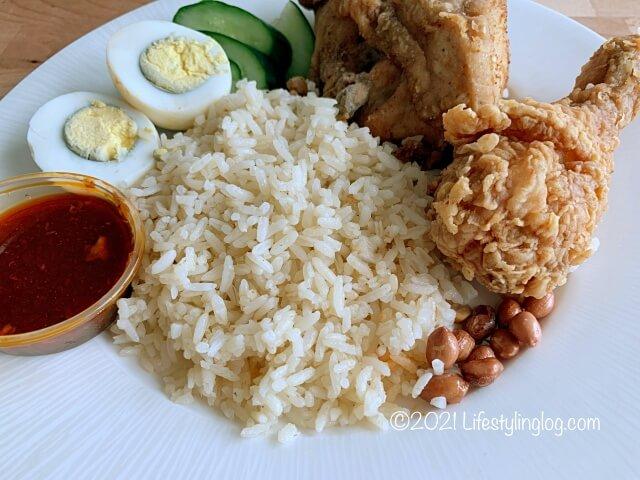 マレーシアのKFCのNasi Atuk KFC Combo with Colonel Rice