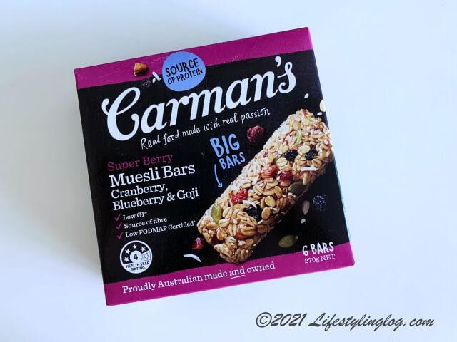 Carman's(カーマンズ)のスーパーベリーミューズリーバー(クランベリー、ブルーベリー&ゴジベリー)