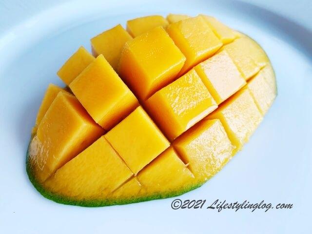 お皿に盛ったHarum Manis Mango(ハルマニスマンゴー)