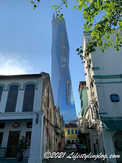 2021年6月に撮影したチャイナタウンエリアから見えるPNB118