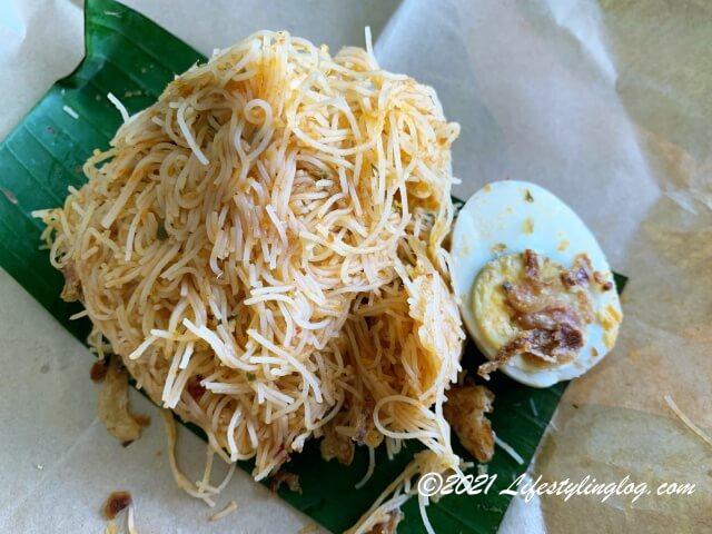 開封したBungkus Kaw KawのBihun Siam
